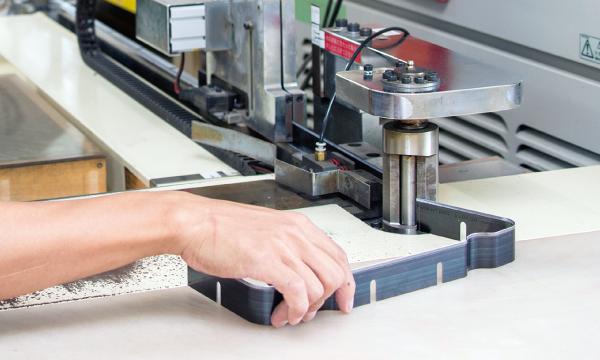トムソン抜型はプラスッチック真空成形製品の仕上げツール