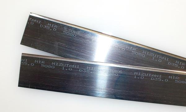 高精度の加工要求をクリアする、「Mizutani」のネームが刻まれた水谷特注刃